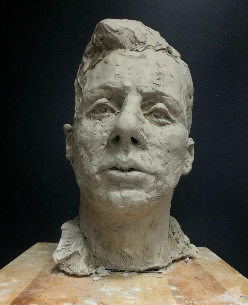 Rzeźbiony portret mężćzyzny