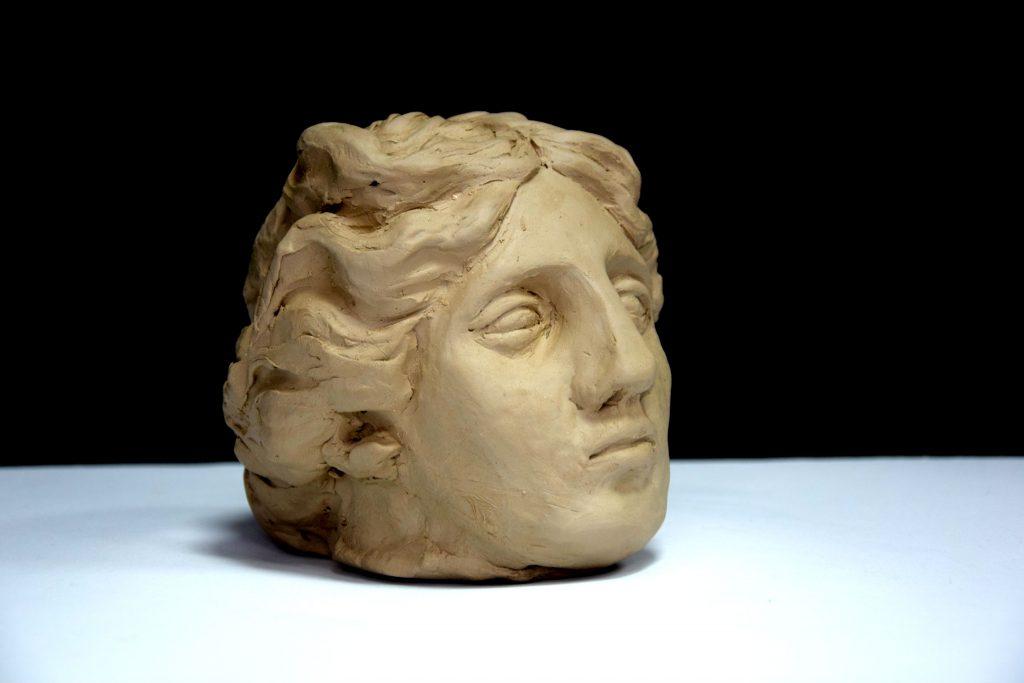 rzeźba z gliny portret antyczny